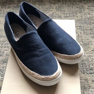 Blue suede espadrilles with white rubber sole.